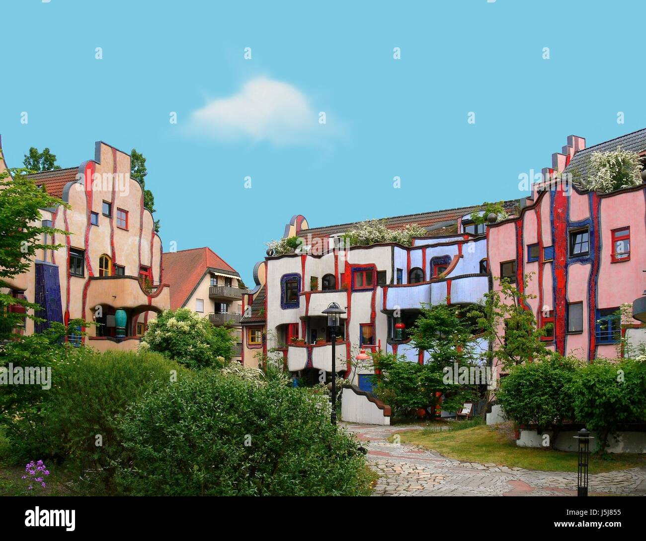 hundertwasserhaus plochingen stockfotos hundertwasserhaus plochingen bilder alamy. Black Bedroom Furniture Sets. Home Design Ideas
