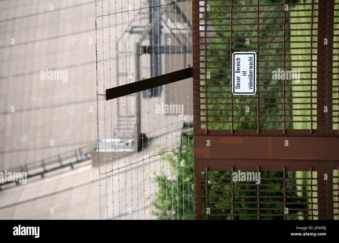 Brig Gefängnis Zaun Überwachung vergitterten Barriere schützen ...