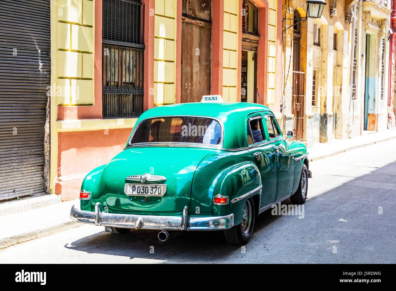 amerikanische oldtimer auf kuba kubanische auto typisch. Black Bedroom Furniture Sets. Home Design Ideas