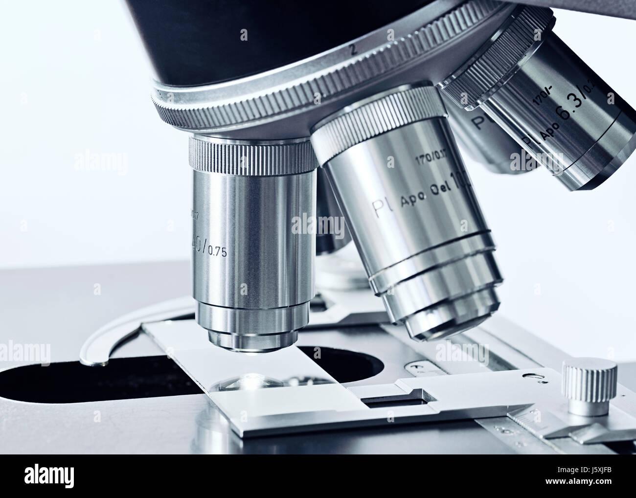 Mikroskop, Nahaufnahme. Stockbild
