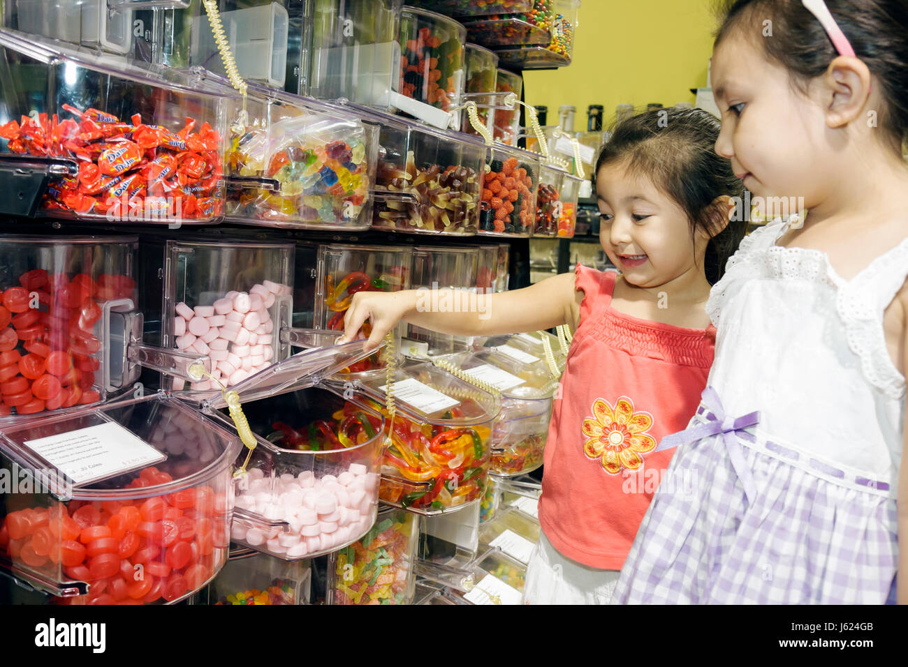 people in candy store on stockfotos people in candy store on bilder alamy. Black Bedroom Furniture Sets. Home Design Ideas