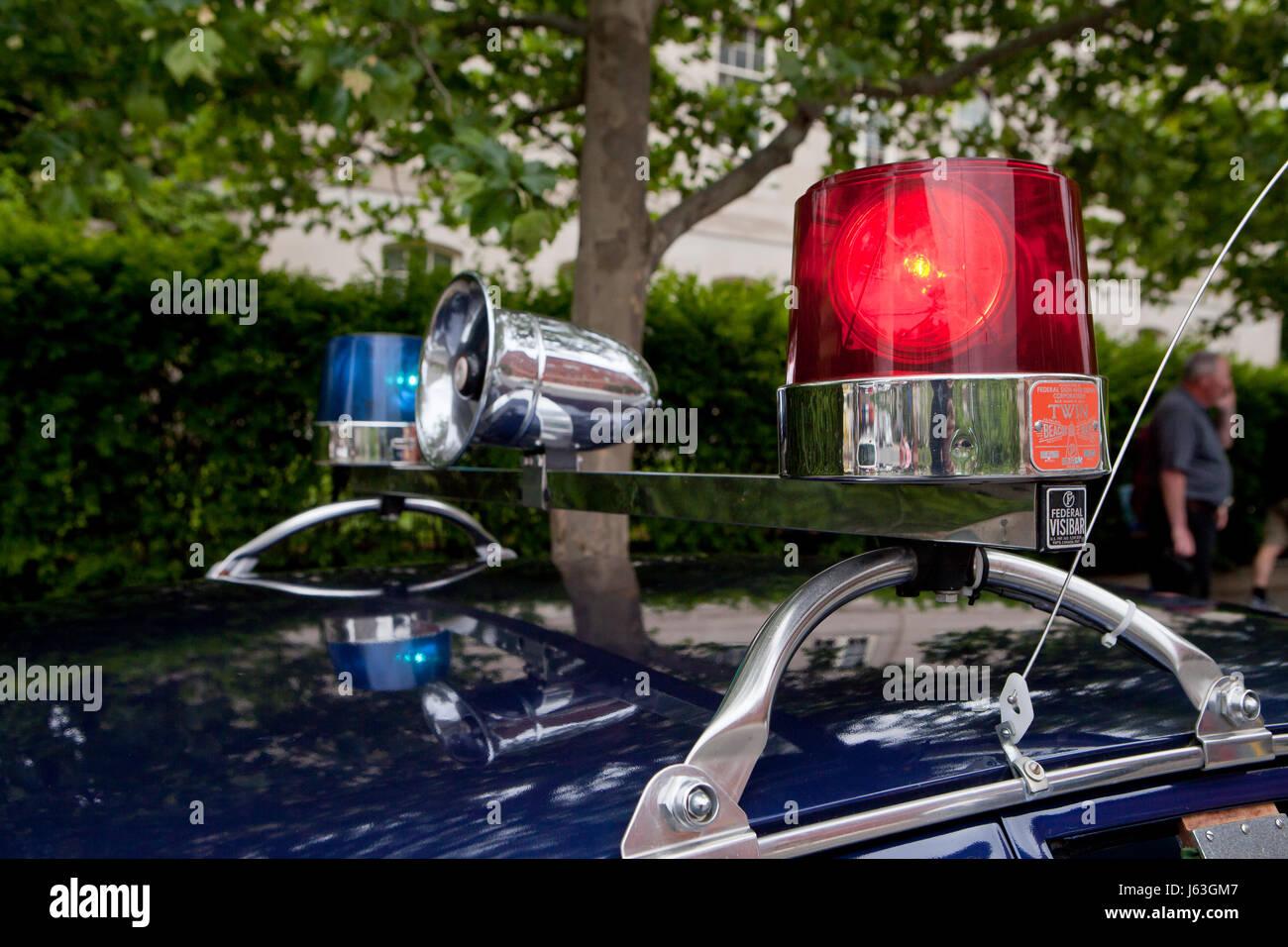 oldtimer auto blaulicht und sirene usa stockfoto bild 141449847 alamy. Black Bedroom Furniture Sets. Home Design Ideas