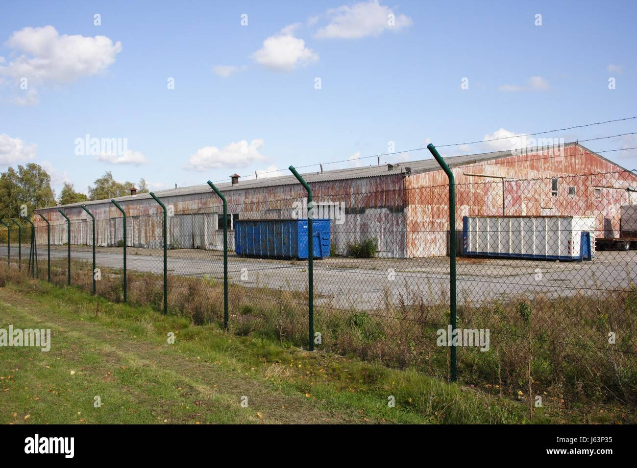 Wellblechhalle Stockfotos & Wellblechhalle Bilder Alamy