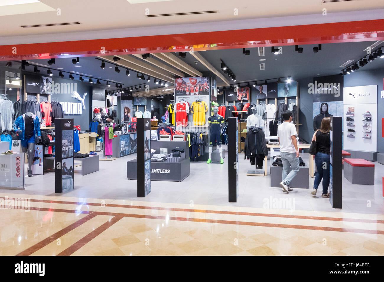 Puma Shop Stockfotos & Puma Shop Bilder Alamy