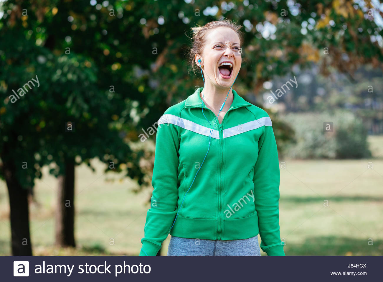Frauen feiern ein Rennen zu gewinnen Stockbild