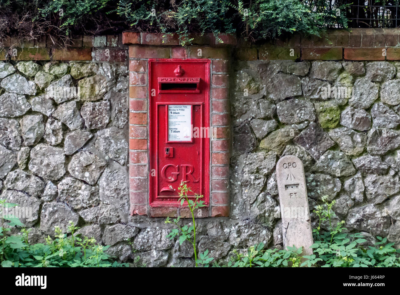 Klassische Englische Royal Mail Dorf Briefkasten Stockfoto Bild