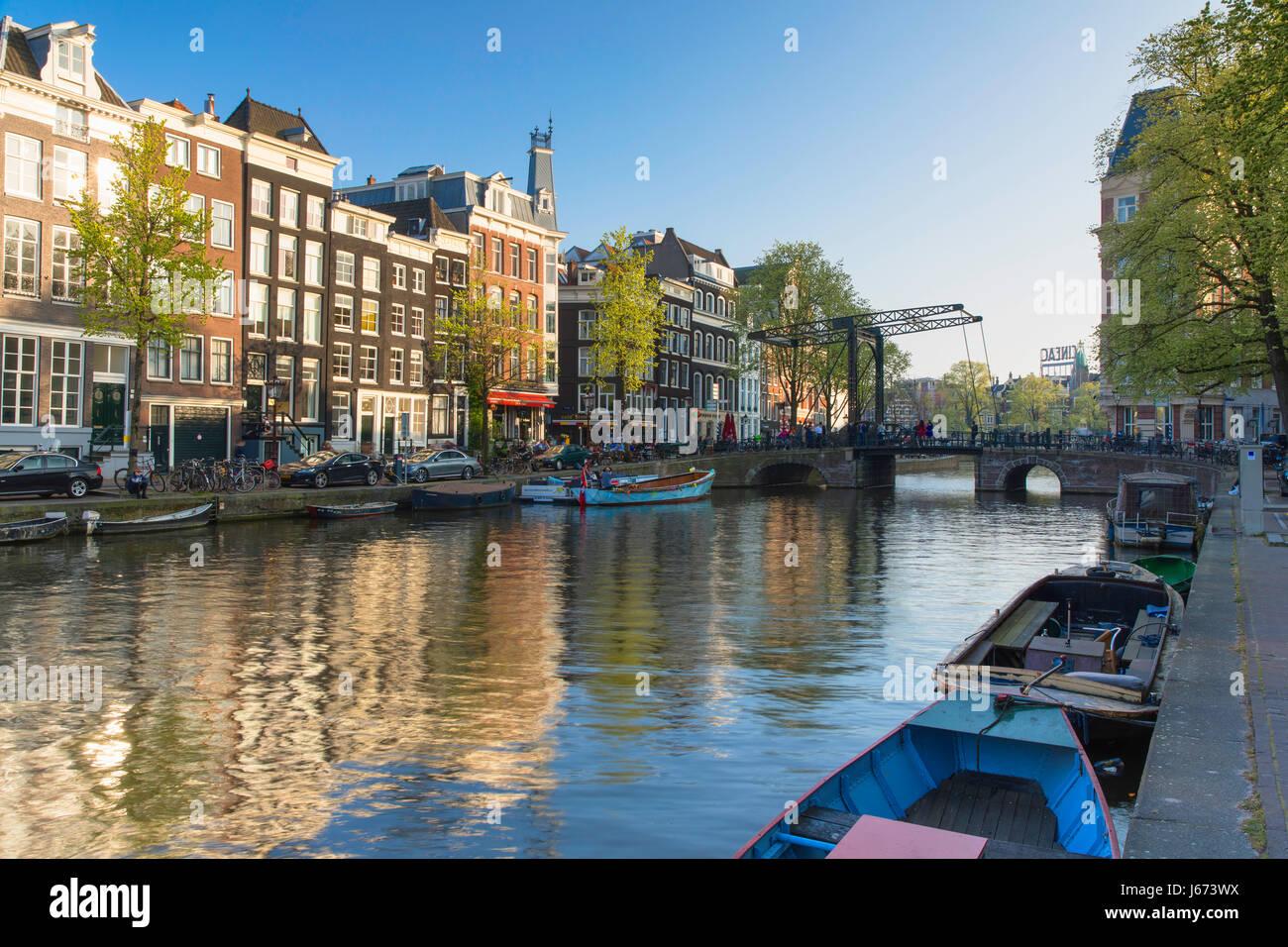 Kloveniersburgwal Kanal, Amsterdam, Niederlande Stockbild