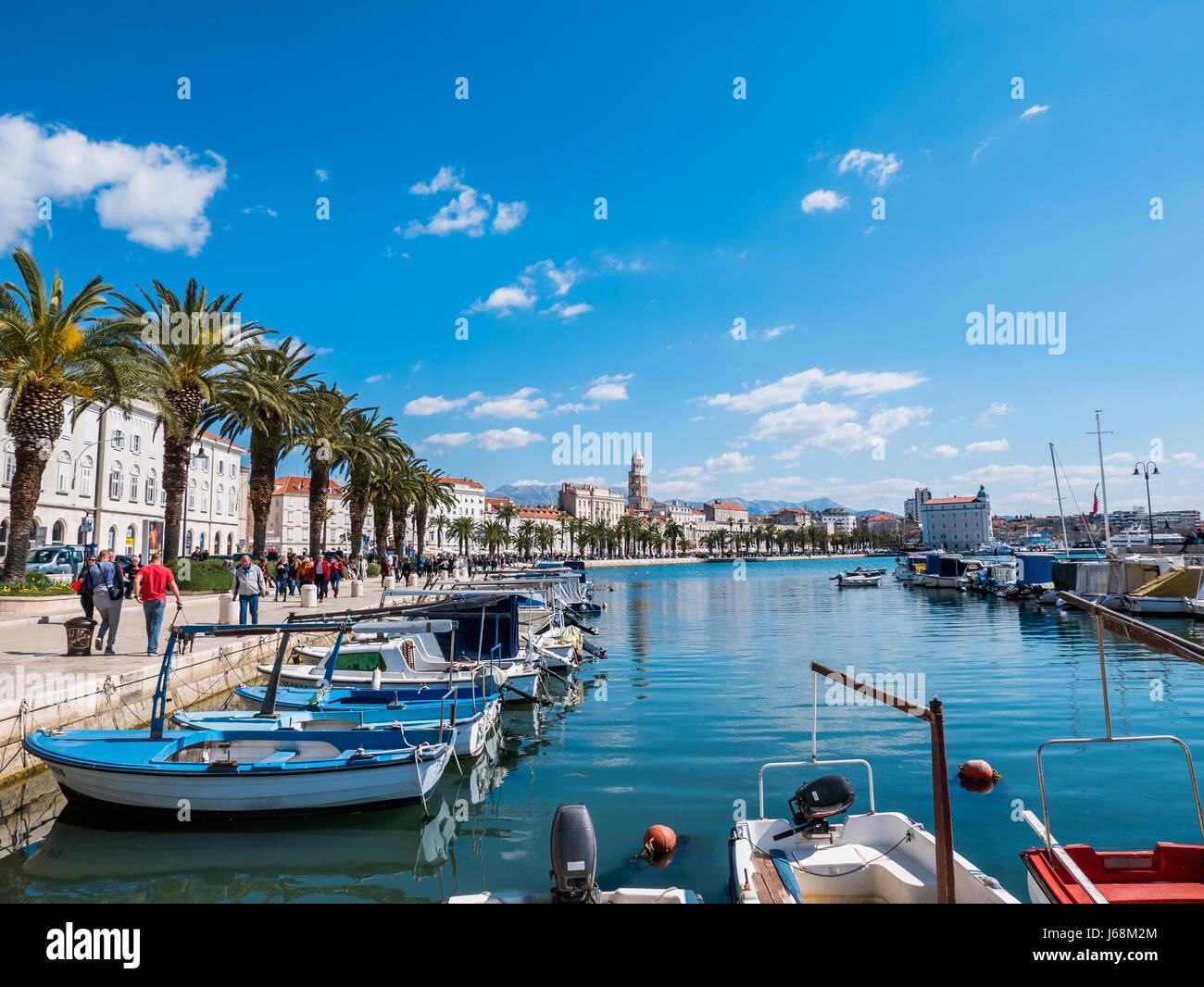 Split, Kroatien - 27. März 2016 - Split, Kroatien, an einem sonnigen Tag mit blauem Himmel. Stockbild