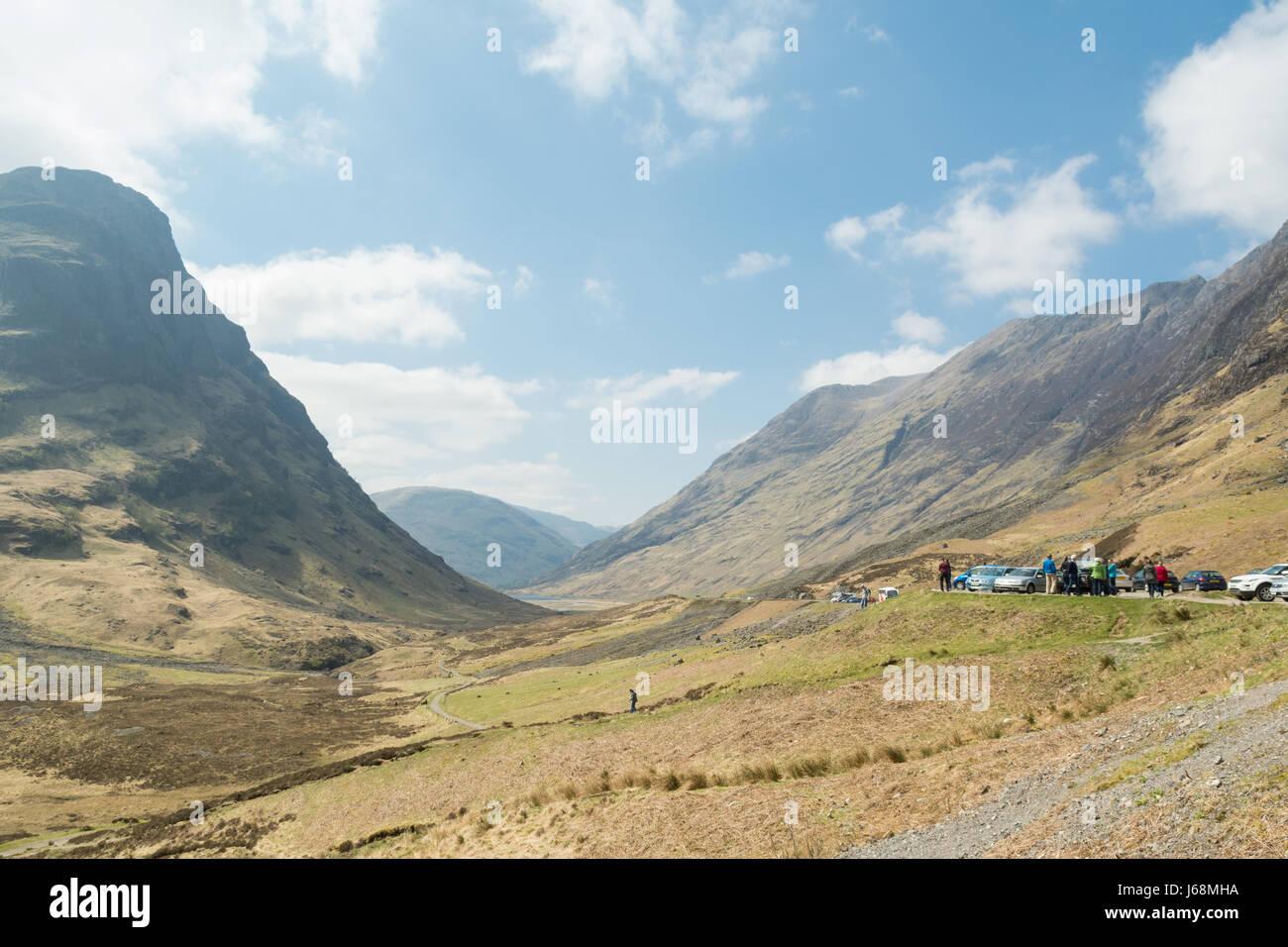 Glencoe-Touristen bei den Three Sisters Sicht, Glencoe, Schottland, UK Stockbild