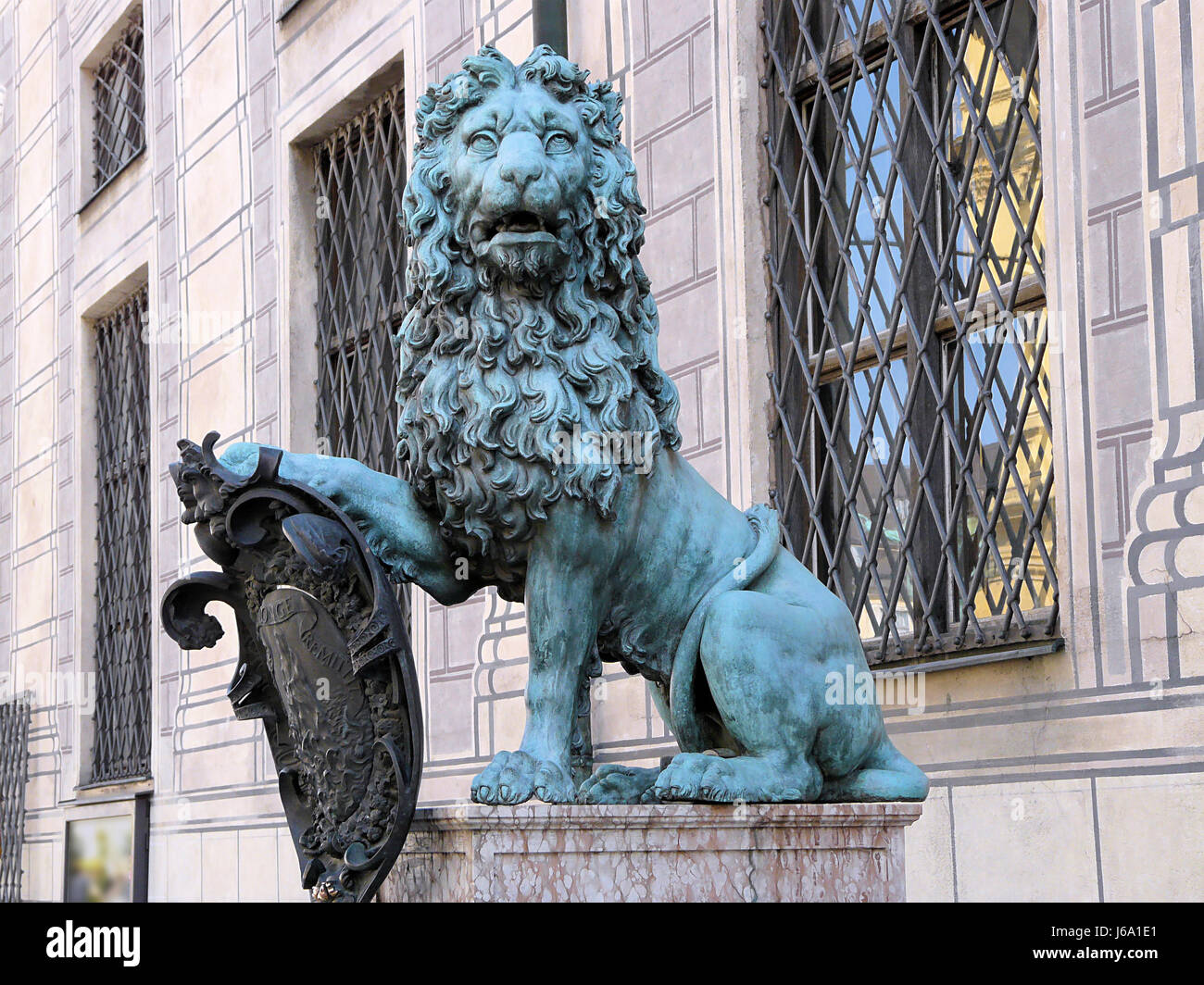 Wunderbar Draht Skulptur Löwe Fotos - Schaltplan Serie Circuit ...