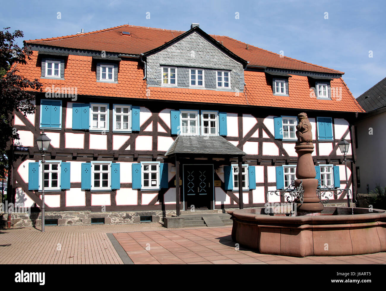 Strahl Rahmenarbeit Bibliothek Dachgaube blau historischen Baum ...