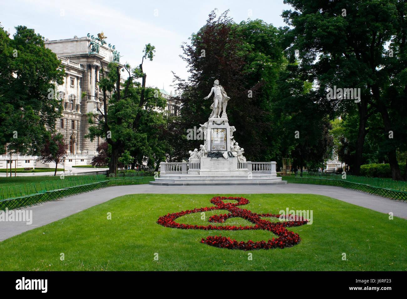 Design El Wien | Statue Wien Blume Blumen Pflanzen Violine Notenschlussel Design