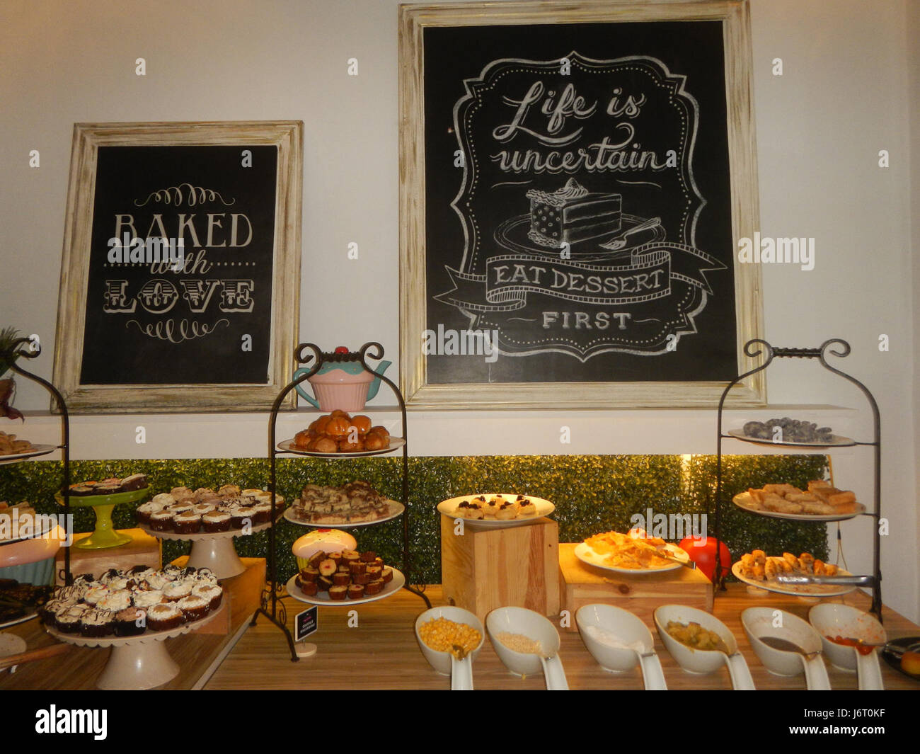 09476 Buffets Philippines Cakes Pastries Stockfotos & 09476 Buffets ...