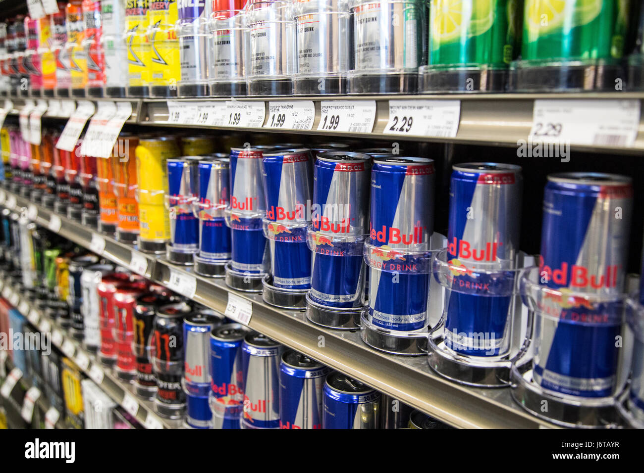 Red Bull Kühlschrank Slim : Cans red bull stockfotos cans red bull bilder alamy