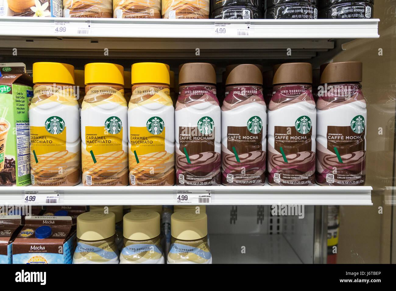 Eine Reihe von Starbucks Marke Kaffee Getränke auf einem Regal im ...