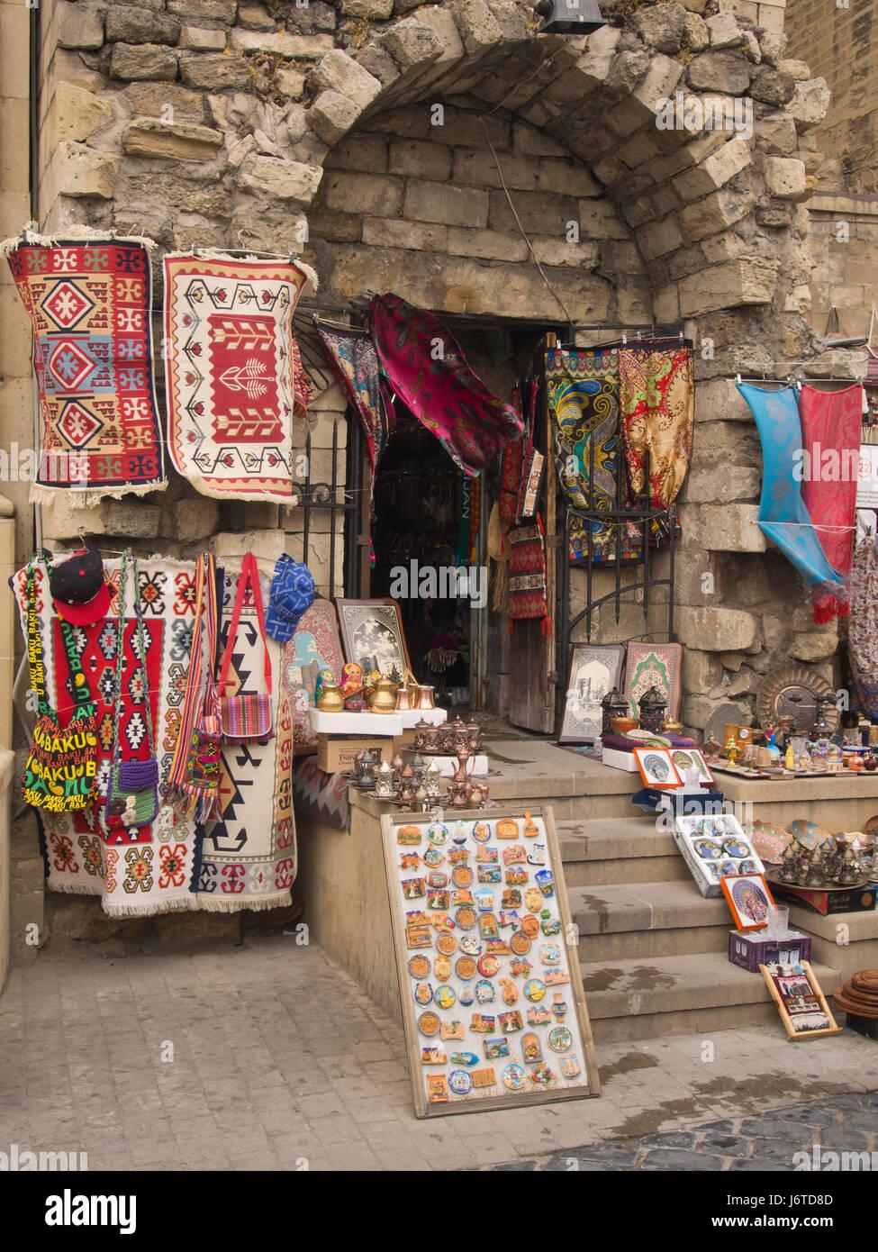 Souvenirs zum Verkauf in der ummauerten Altstadt Stadt Baku ...