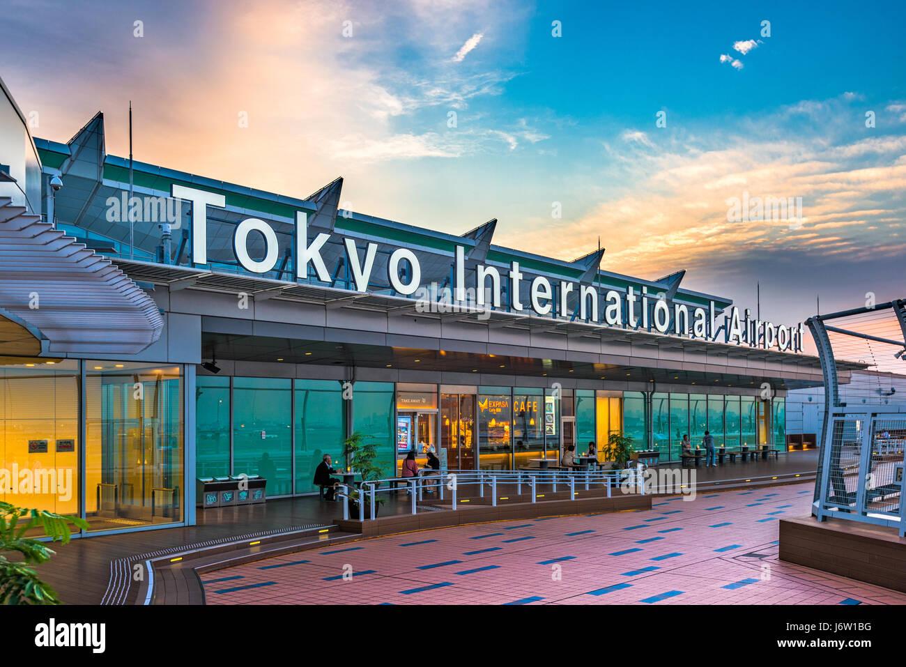 TOKYO, JAPAN - 11. Mai 2017: Das Exterieur des Tokyo International Airport, besser bekannt als Flughafen Haneda. Stockbild