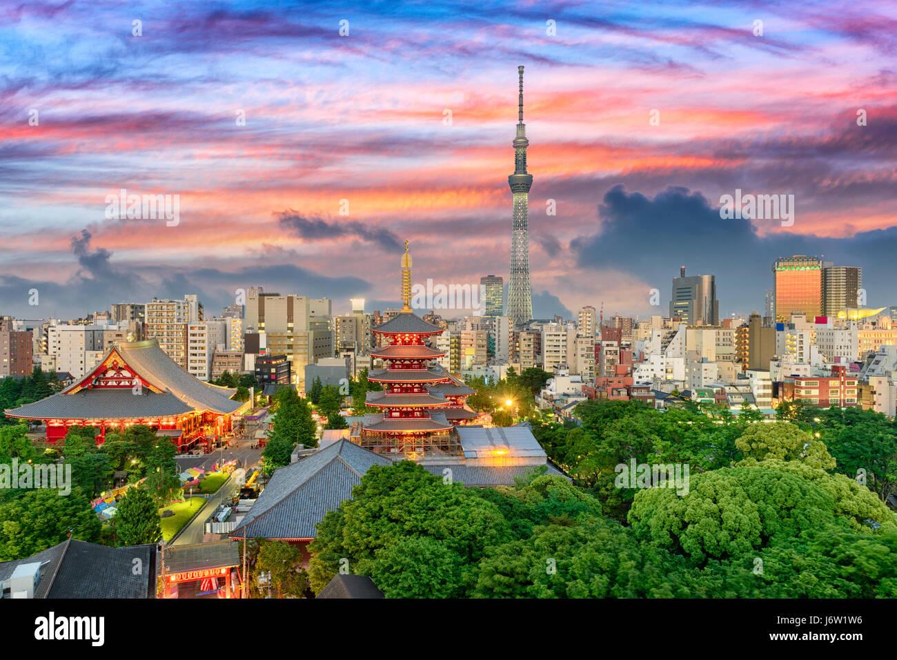 Tokyo, Japan am Sensoji und Skytree Turm. Stockbild