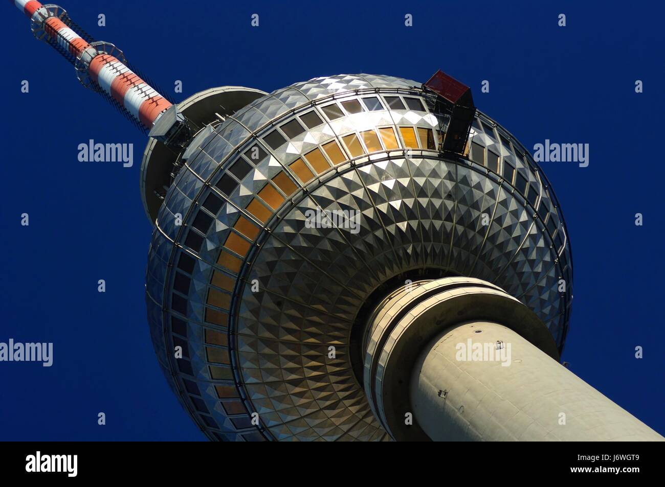 Berliner Fernsehturm Mit Fensterputzer Stockfoto Bild 141932905