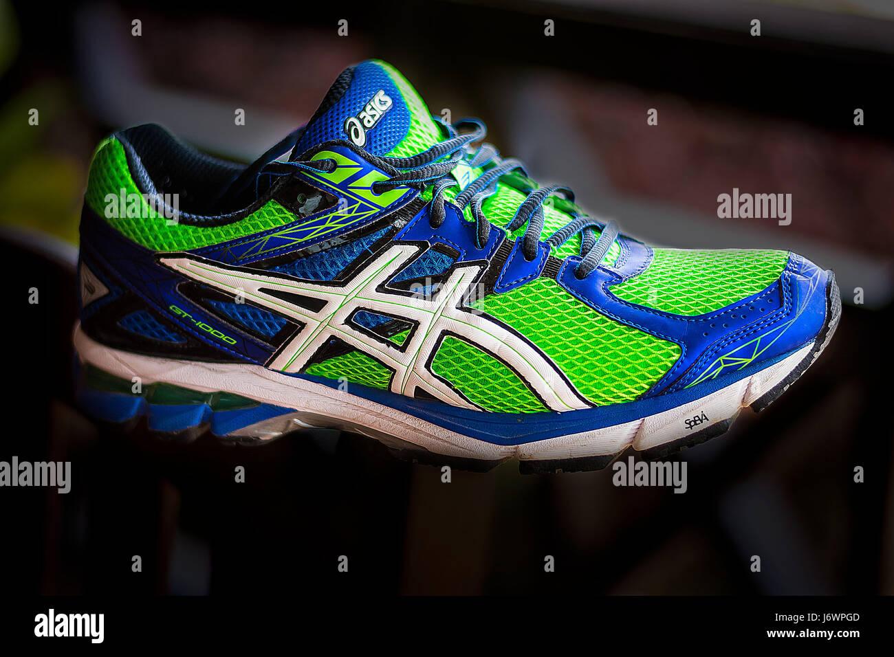 ASICS Schuhe Bilder für Werbung in gedruckter Form oder auf