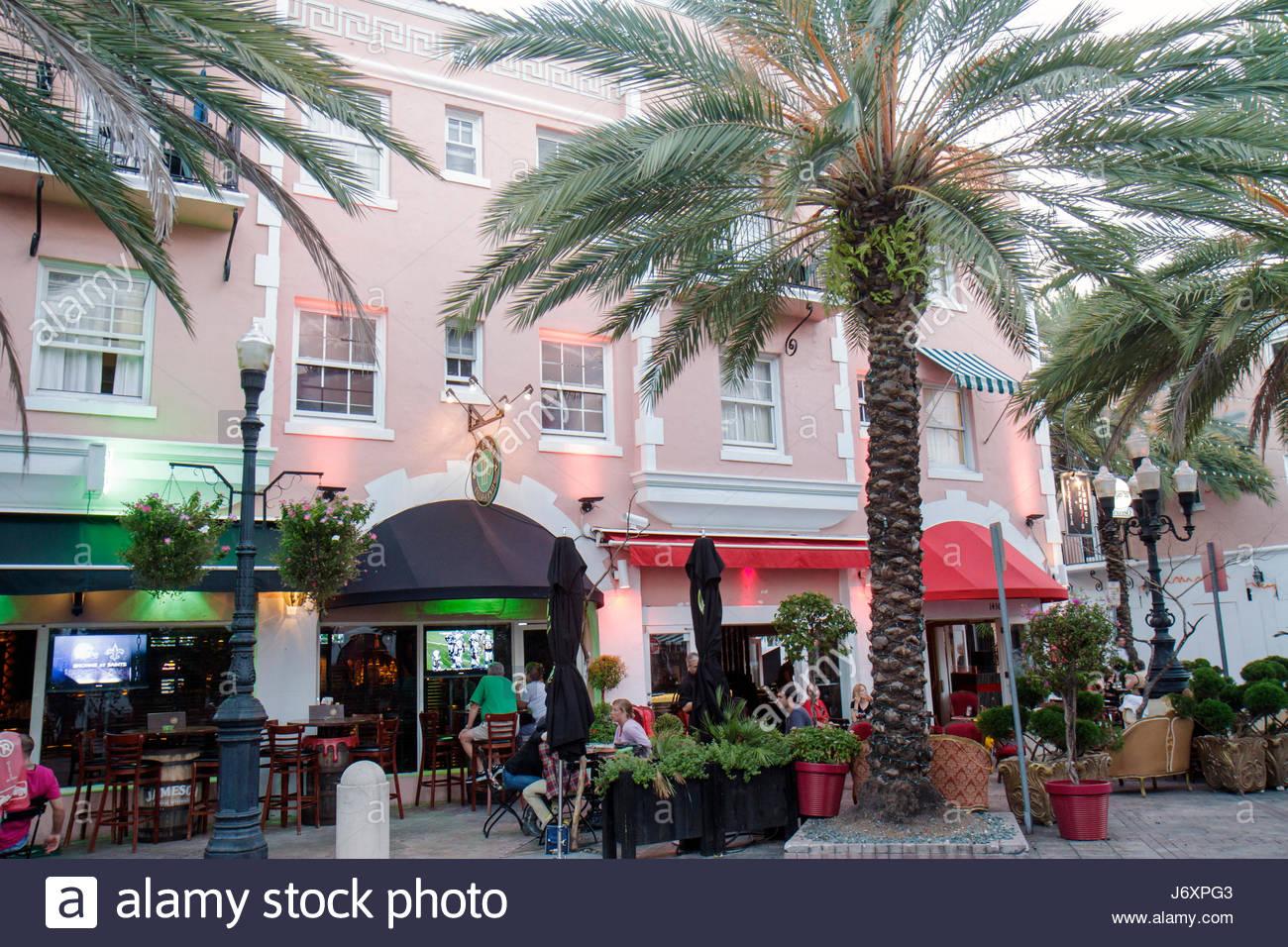 Restaurants On Espanola Way South Stockfotos & Restaurants On ...