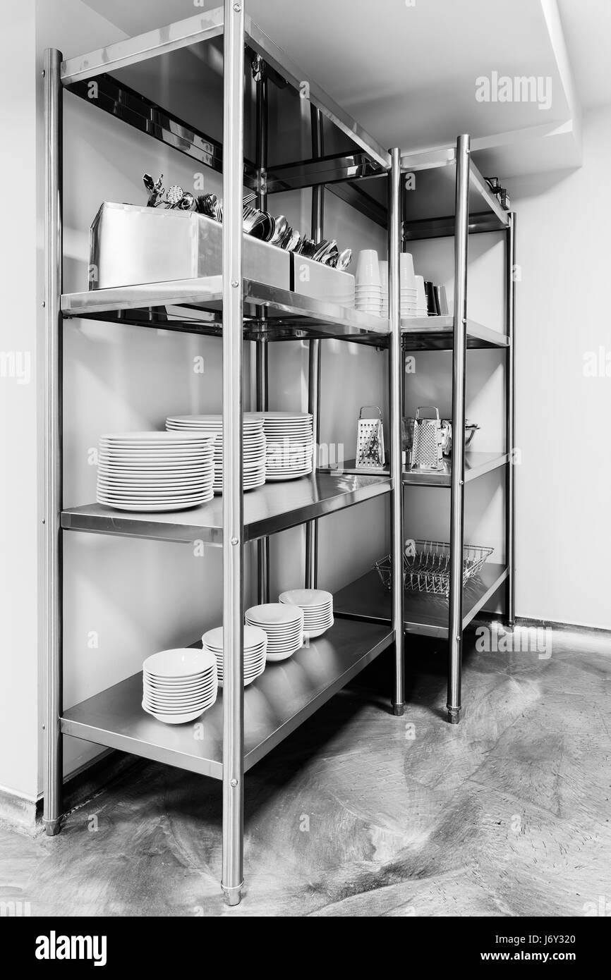 Edelstahl-Rack von Geschirr mit Besteck, Geschirr, kleine ...