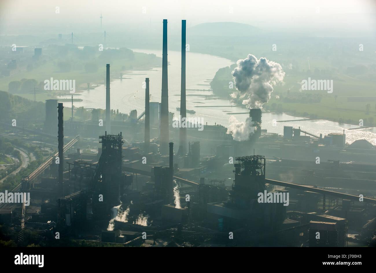 Stahlwerk ThyssenSteel, Stahlindustrie, Schwerindustrie, Bergbau, Luft-Verschmutzung, Emissionen, Schornsteine, Stockbild