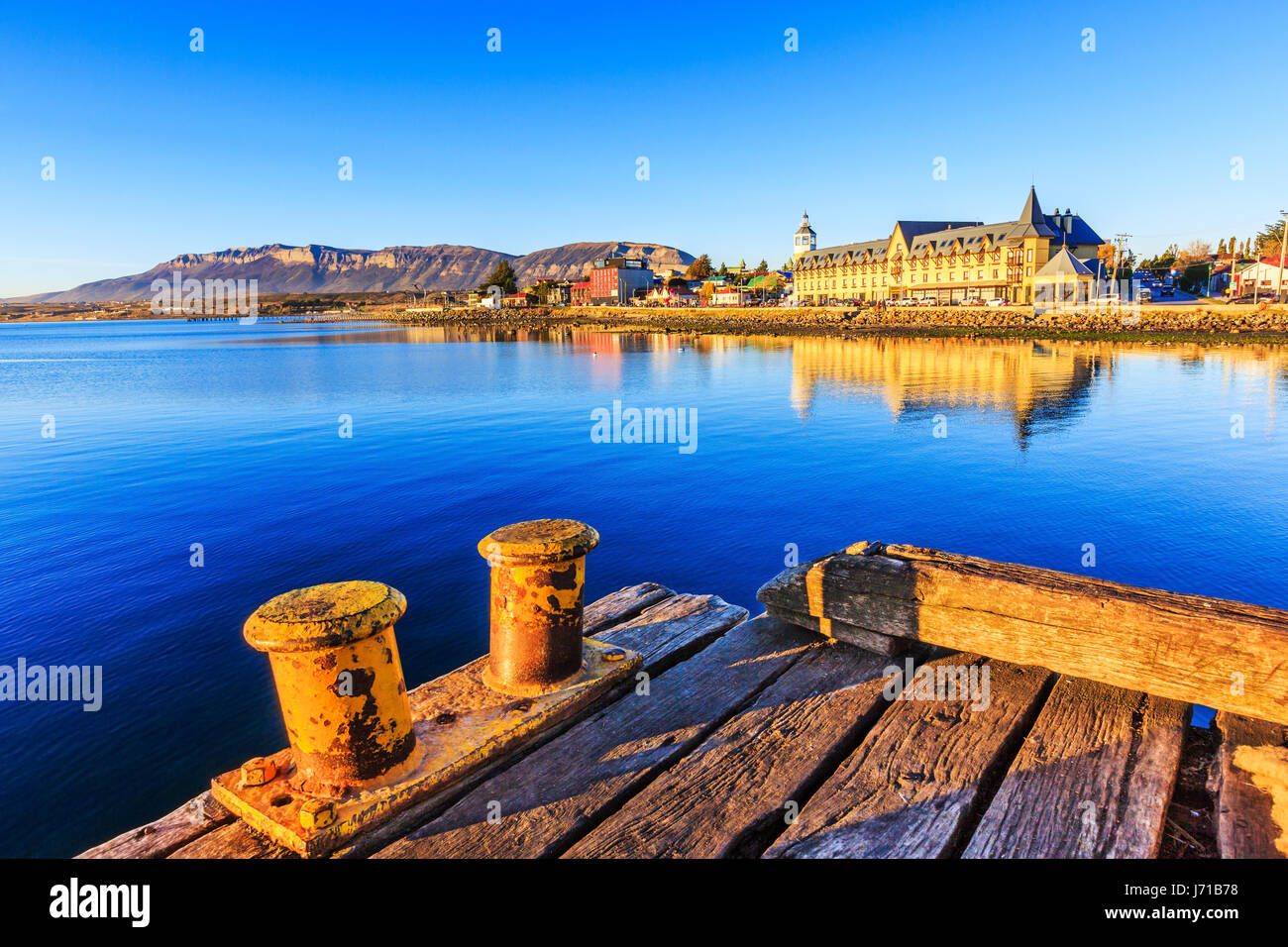 Puerto Natales in Patagonien, Chile. Alten Dock in Almirante Montt Golf. Stockbild