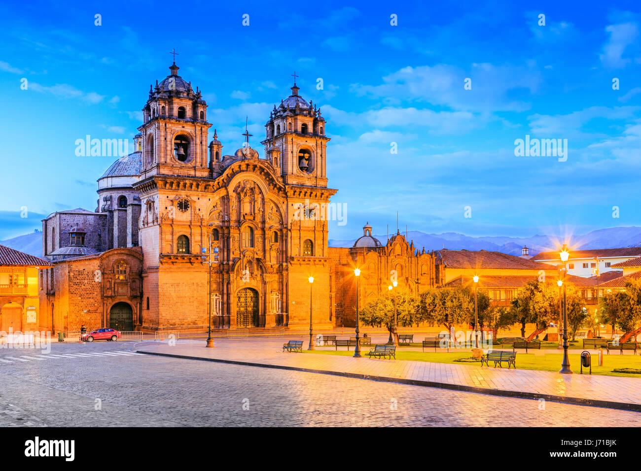 Cusco, Peru-die historische Hauptstadt des Inka-Reiches. Plaza de Armas in der Dämmerung. Stockbild