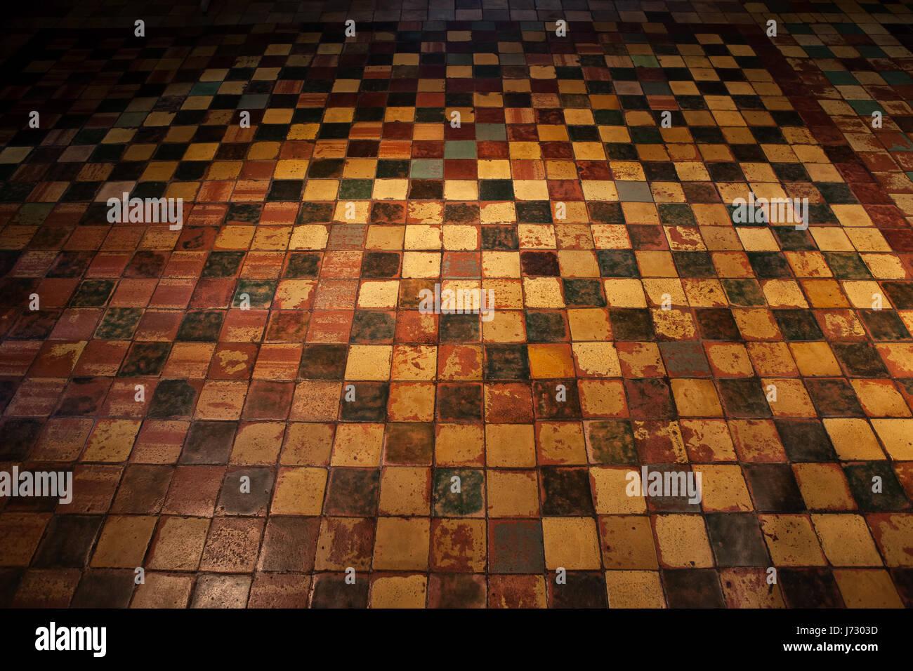 Fußboden Aus Polen ~ Grunge gruselig gruselige vintage gefliesten boden hintergrund aus