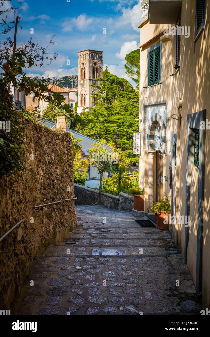 Ravello ist eine Stadt und Comune oberhalb der Amalfi-Küste in der Provinz Salerno, Kampanien, Süditalien, Stockbild