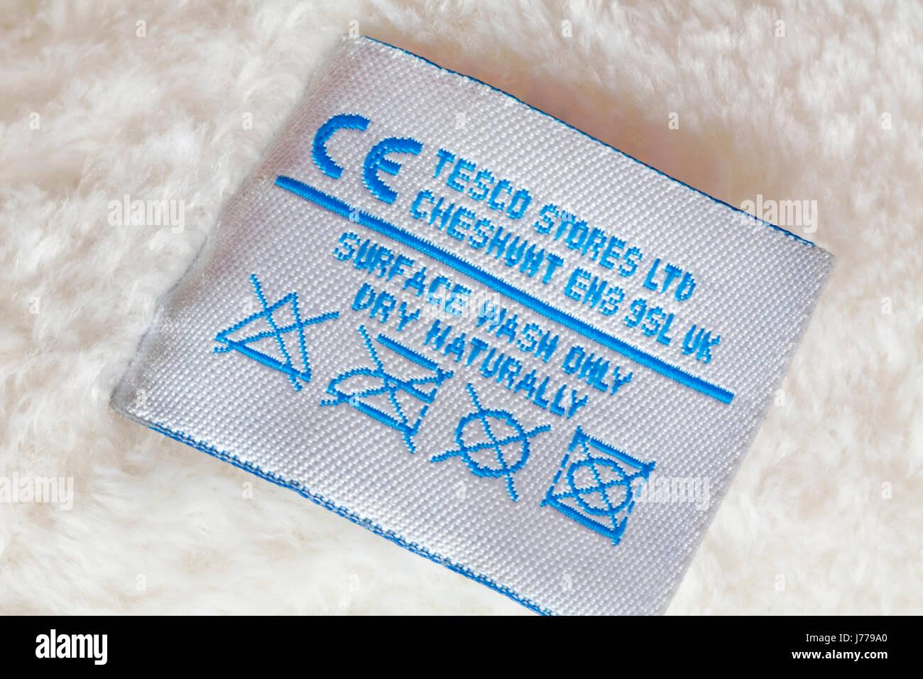 Informationen über Label - Oberfläche waschen nur trocknen Label in Teddybär von Tesco Stores Ltd Stockbild