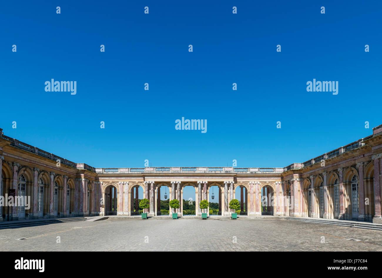 Das Grand Trianon, mit Blick auf das Peristyl, Domain de Versailles, in der Nähe von Paris, Frankreich Stockbild