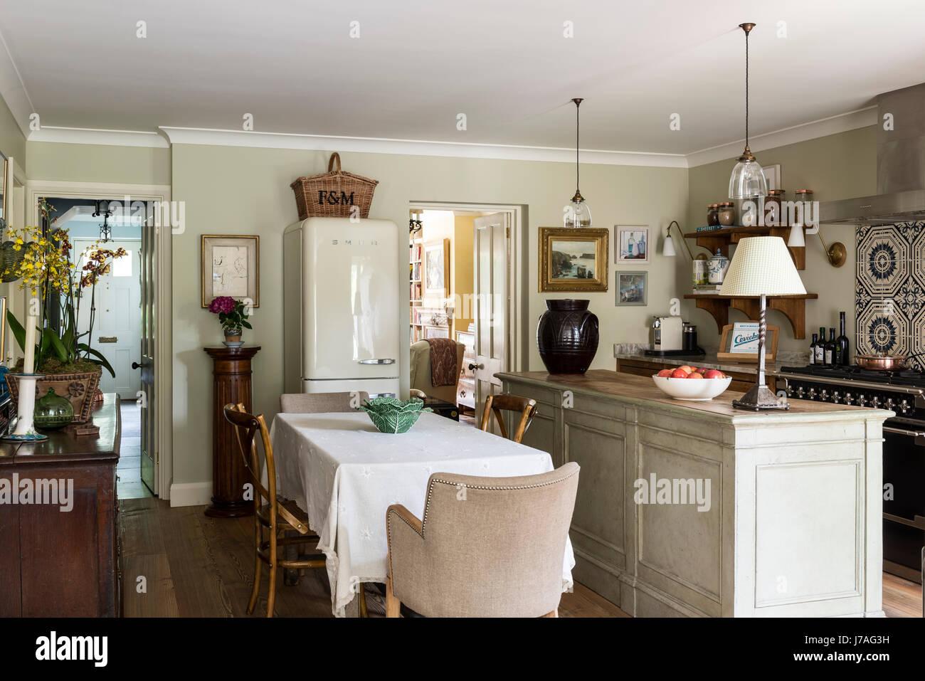 Smeg Kühlschrank Küche : Die küche mit retro kühlschrank ausstatten freshouse