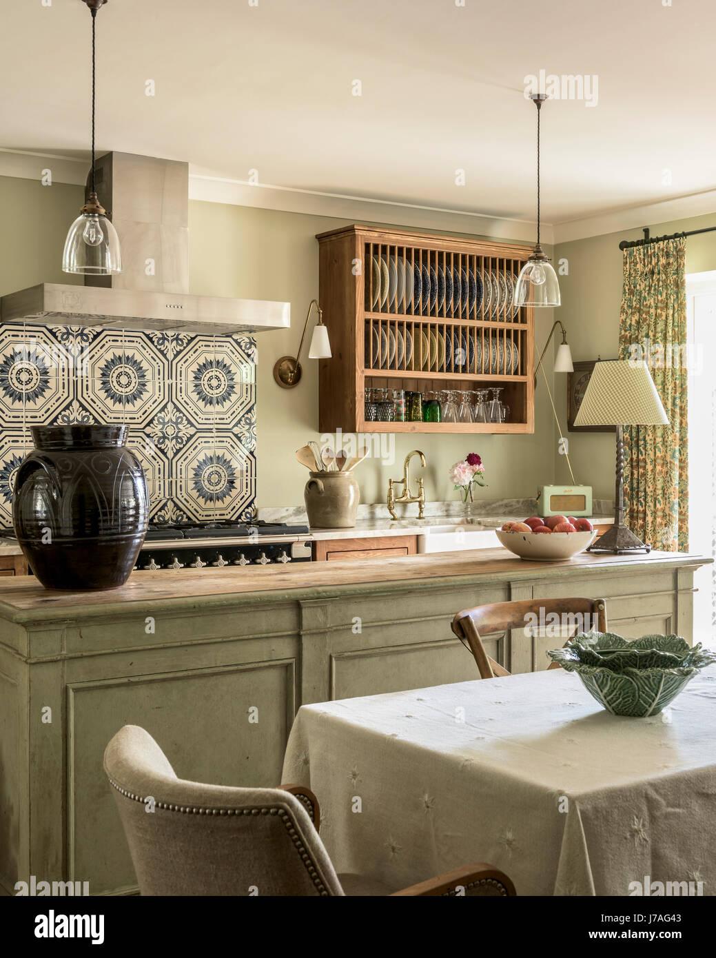 alten minton fliesen oben k chenherd in elegante und. Black Bedroom Furniture Sets. Home Design Ideas