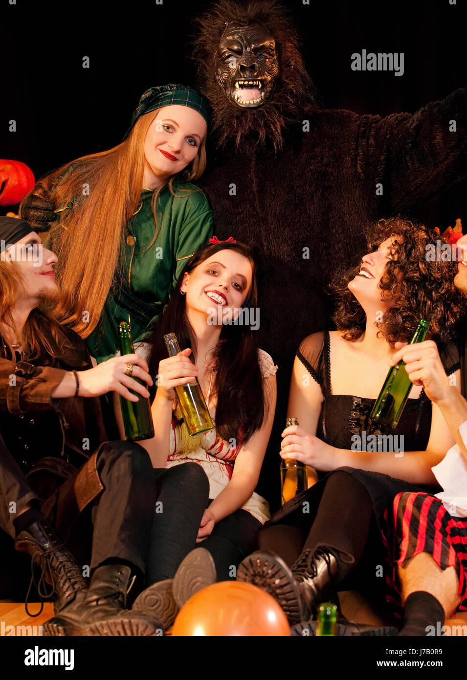Feiern Sie ausgelassene schwelgt feiert Party feiern Halloween Karneval Stockfoto