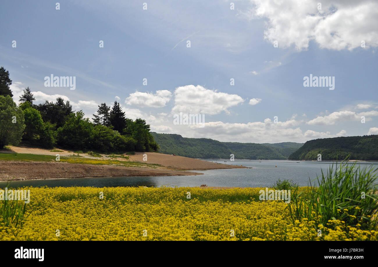 Frankreich Stausee Waterpower Jurassic Bank Natur Ufer Freizeit