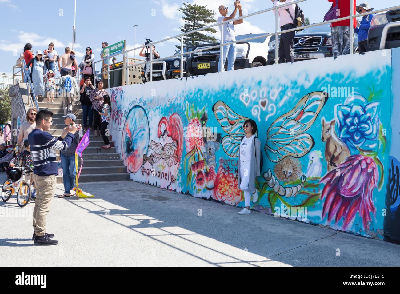 Graffiti walls stockfotos graffiti walls bilder alamy - Was tun gegen feuchte wande ...