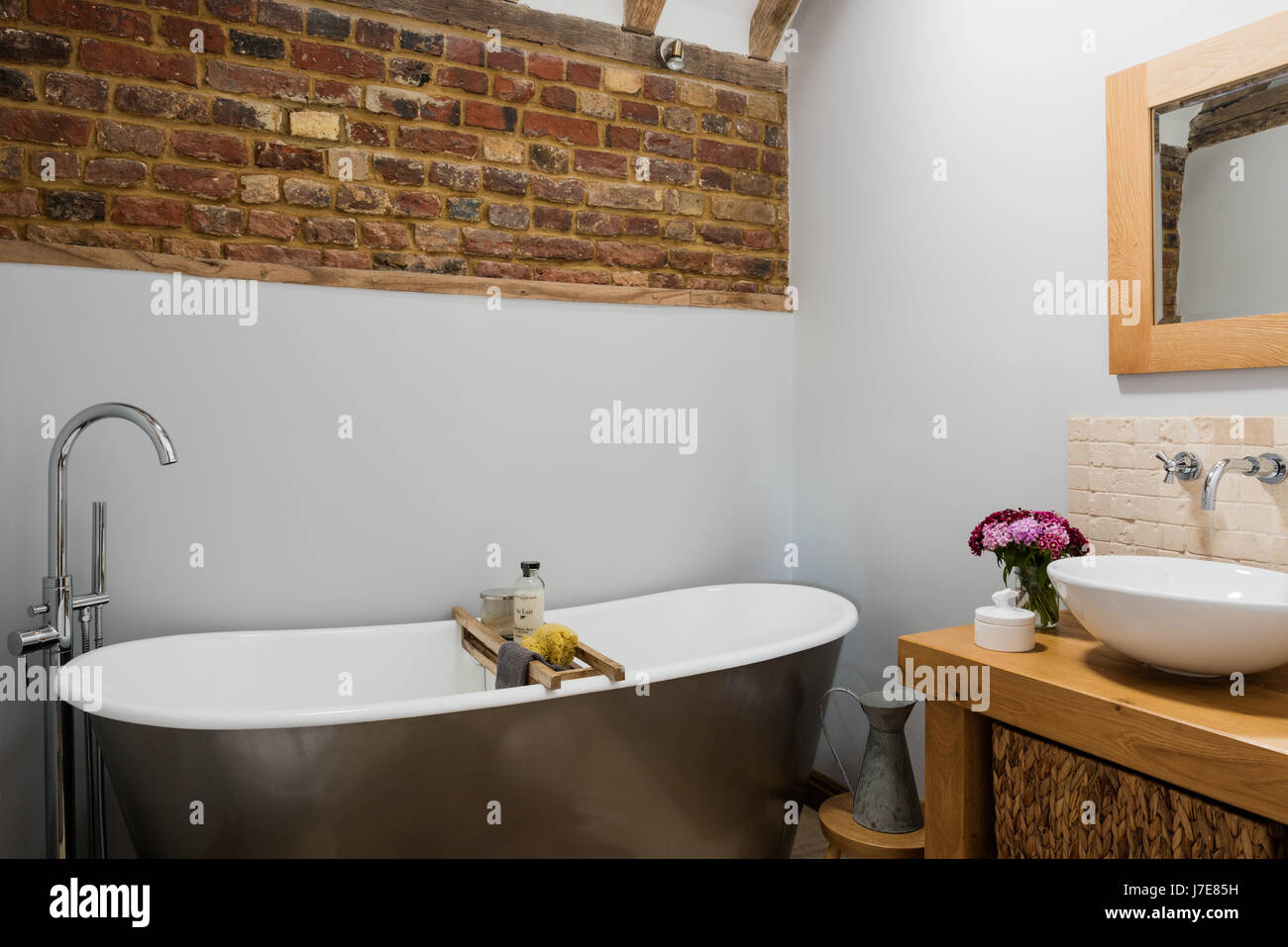 badewanne rustikal, freistehende badewanne im rustikalen badezimmer mit freiliegenden, Design ideen