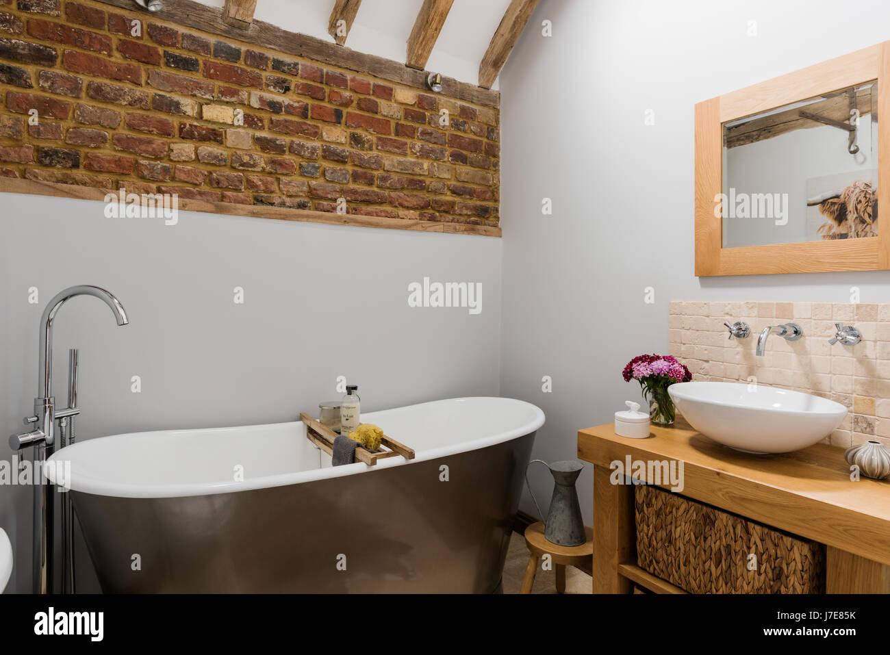 Attraktiv Badezimmer Badewanne Galerie Von Freistehende Im Rustikalen Mit Freiliegenden Ziegelwand. Die