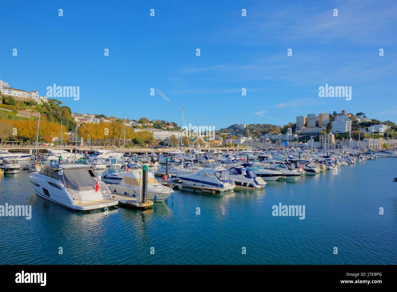 Torquay Devon Hafen mit Booten und Yachten UK touristischen Bestimmungsort blauen Himmel und Meer Stockbild