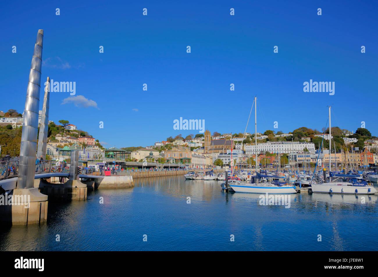 Torquay Devon UK Touristenziel mit Booten blauen Himmel und Meer Stockbild