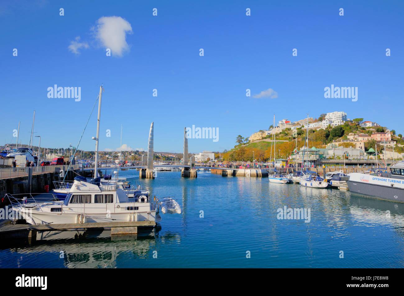 Torquay Devon mit Booten und Yachten UK touristischen Bestimmungsort blauen Himmel und Meer Stockbild