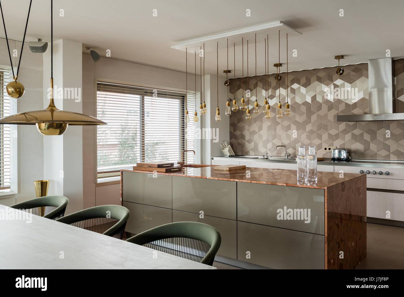 marmor-arbeitsplatte kücheninsel mit bulthaup einheiten und messing