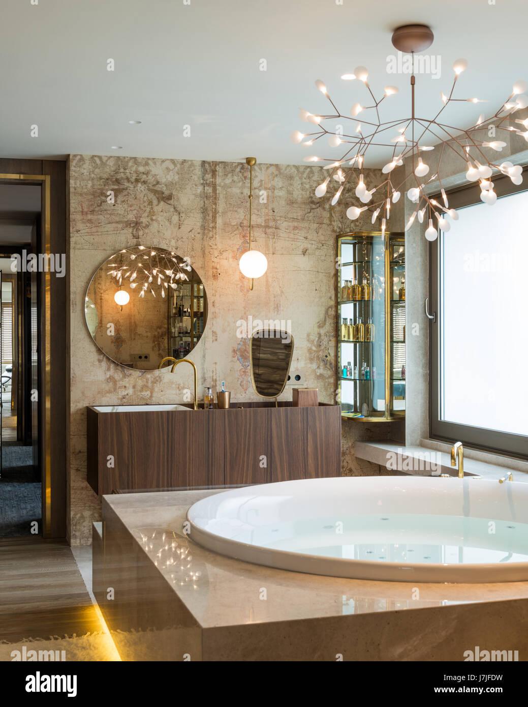 frosted glass bathroom stockfotos frosted glass bathroom bilder alamy. Black Bedroom Furniture Sets. Home Design Ideas