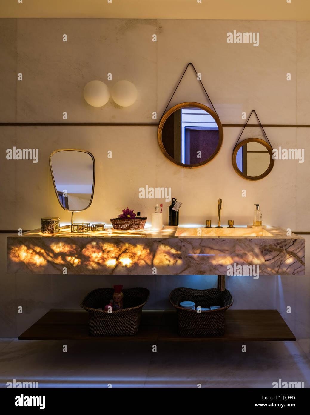 Sule Arinc Stockfotos & Sule Arinc Bilder - Alamy