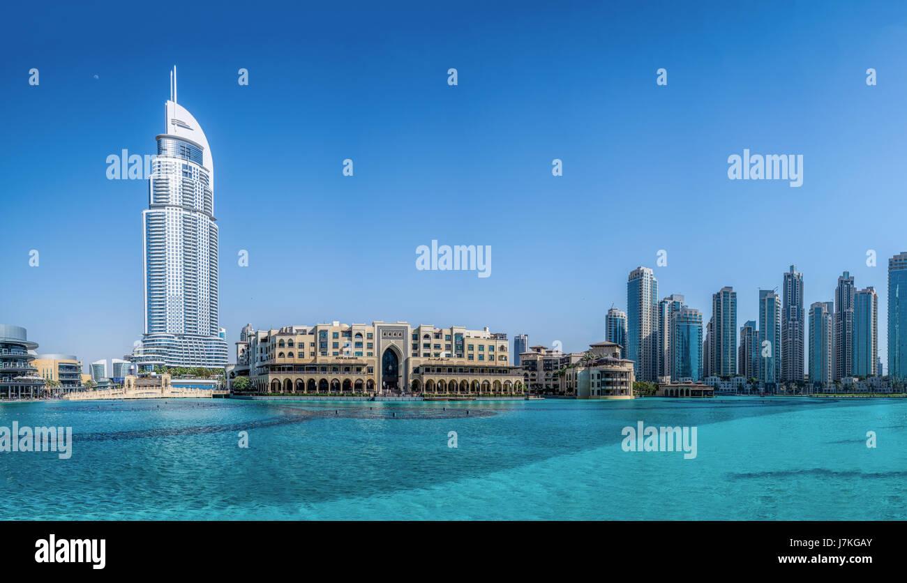 Panorama der Innenstadt von Dubai Souk Al Bahar vor Burj Khalifa in Dubai, Vereinigte Arabische Emirate, Nahost. Stockbild