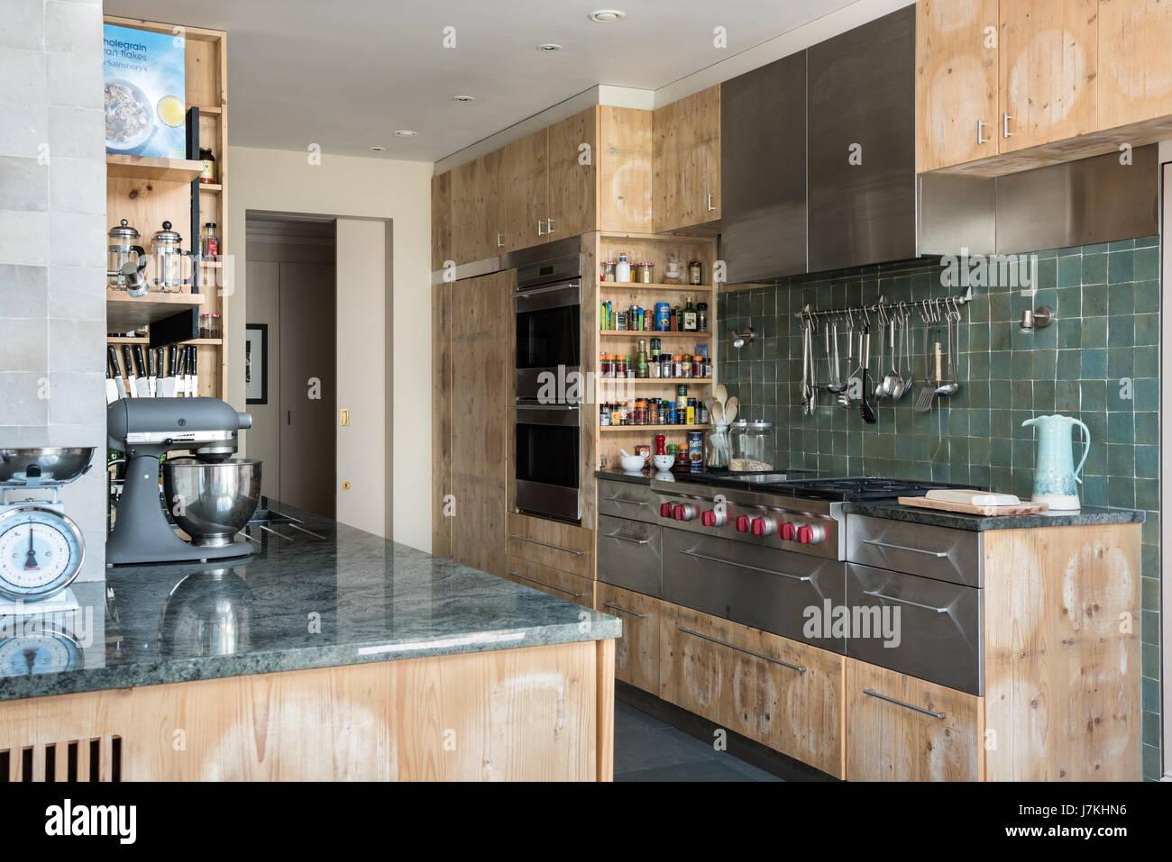 Kitchen Spice Rack Stockfotos & Kitchen Spice Rack Bilder - Alamy