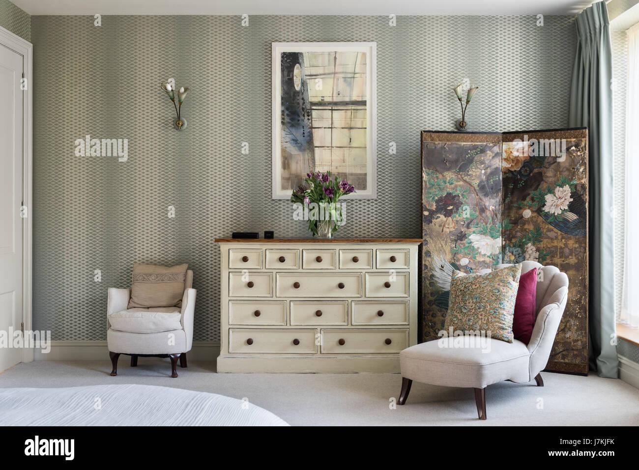 Schlafzimmer Chinesisch   Chaiselongue Im Schlafzimmer Mit Farrow Ball Lattice Wallpaper