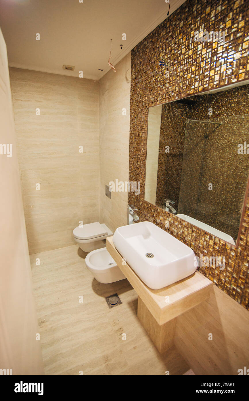 Waschbecken im Badezimmer. Sanitär im Bad. Die interio Stockfoto ...